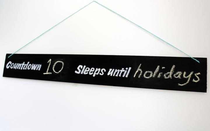 DIY chalkboard countdown sign