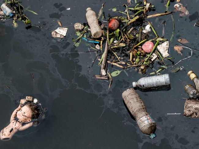 Floating debris, carried by the tide, is caught by the eco-barrier before entering Guanabara Bay. Picture: Yasuyoshi Chiba