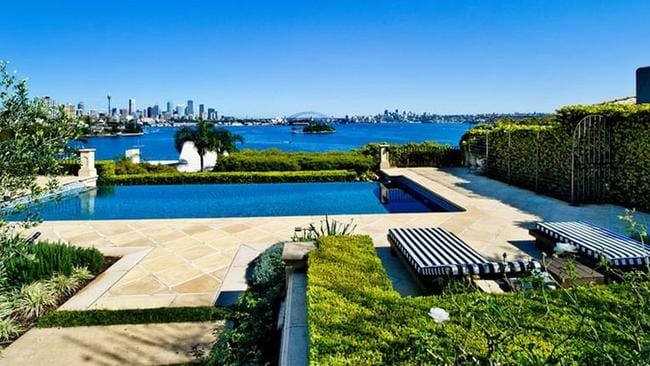 The Wolseley Rd property has gun-barrel views of the Harbour Bridge and the city.