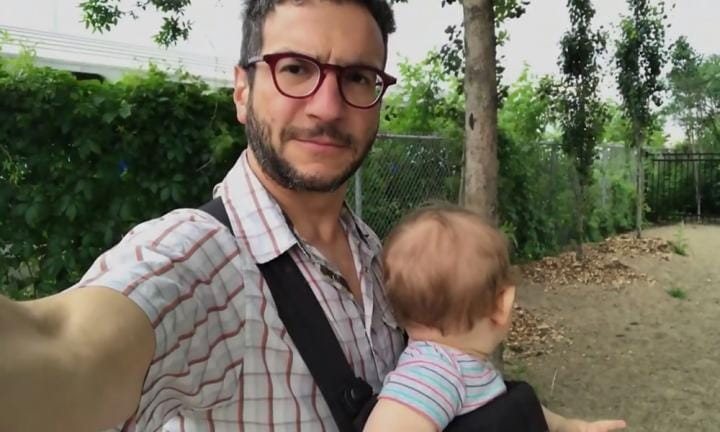 Dad points out painful flaw in his baby carrier