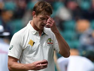 Australia's paceman Joe Mennie reaches to his bowling mark on the third day's play of the second Test cricket match between Australia and South Africa in Hobart remained on November 14 , 2016. / AFP PHOTO / SAEED KHAN / --IMAGE RESTRICTED TO EDITORIAL USE - STRICTLY NO COMMERCIAL USE--