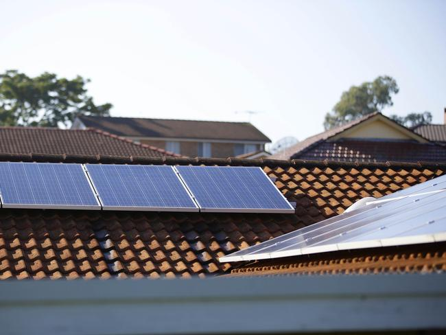 Consumers should be rewarded for installing solar panels and batteries, Dr Finkel has suggested.