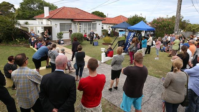 Property in demand ... The crowd at the auction for the house bought by Alex and Bernadette Steele. Picture: Damian Shaw / Manly Daily