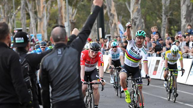 Ewan surges past Sagan to win Down Under stage
