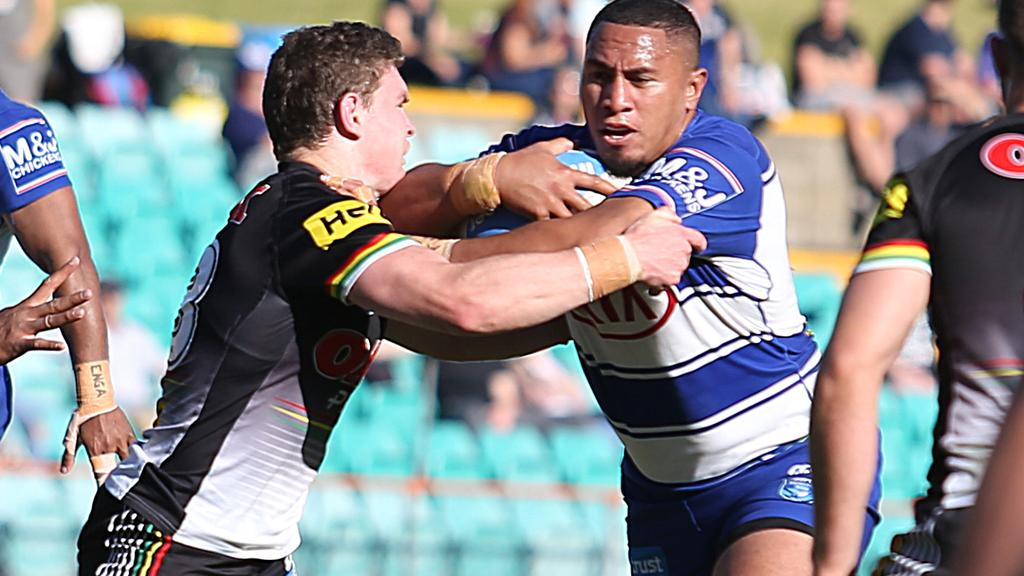 Bulldogs forward Francis Tualau runs the ball in his side's loss to the Panthers.