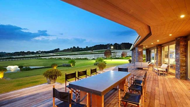 Frog Hollow Vineyard is perfectly designed to take in all the scenery. It is rented through Luxicon.