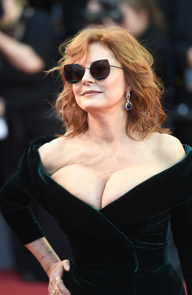 Susan Sarandon Shows Off Cleavage On Cannes Red Carpet 2017