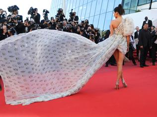 US model Kendall Jenner arrives on May 20, 2017 for the screening of the film '120 Beats Per Minute (120 Battements Par Minute)' at the 70th edition of the Cannes Film Festival in Cannes, southern France. / AFP PHOTO / Valery HACHE
