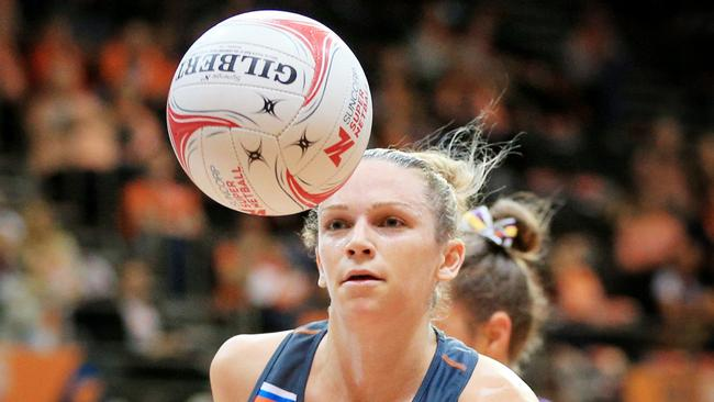 Jo Harten in action for the Giants against the Firebirds on Friday night.