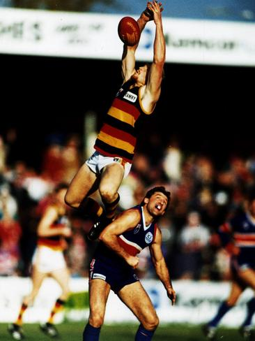 Wayne Weidemann flies high over Footscray champion Doug Hawkins.