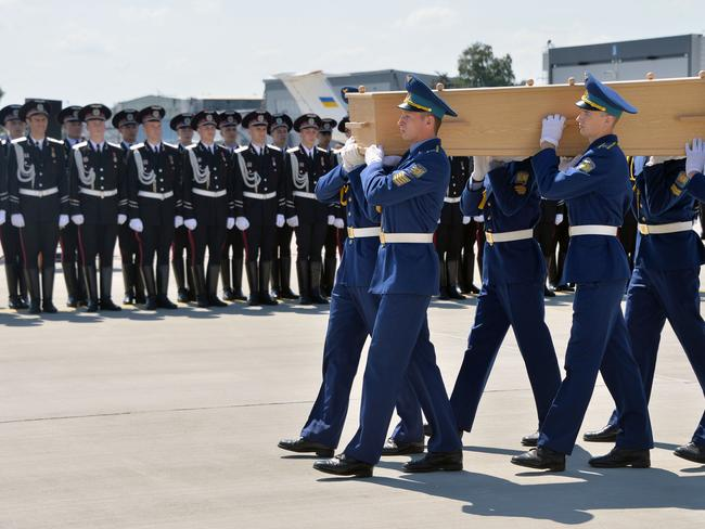 Ukrainian soldiers carry a coffin with the remains of a victim of the Malaysia Airlines flight MH17 / Picture: AFP