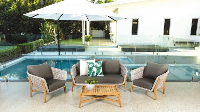 Outdoor furniture specialists into administration the for Outdoor furniture specialists