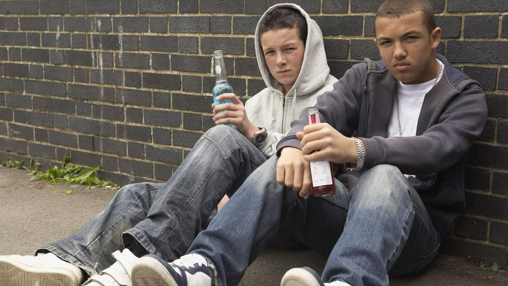 media effects on teenage drinking Social media often features celebrities drinking cocktails, boozy  little is known about the influence social media activity can have on teen and.