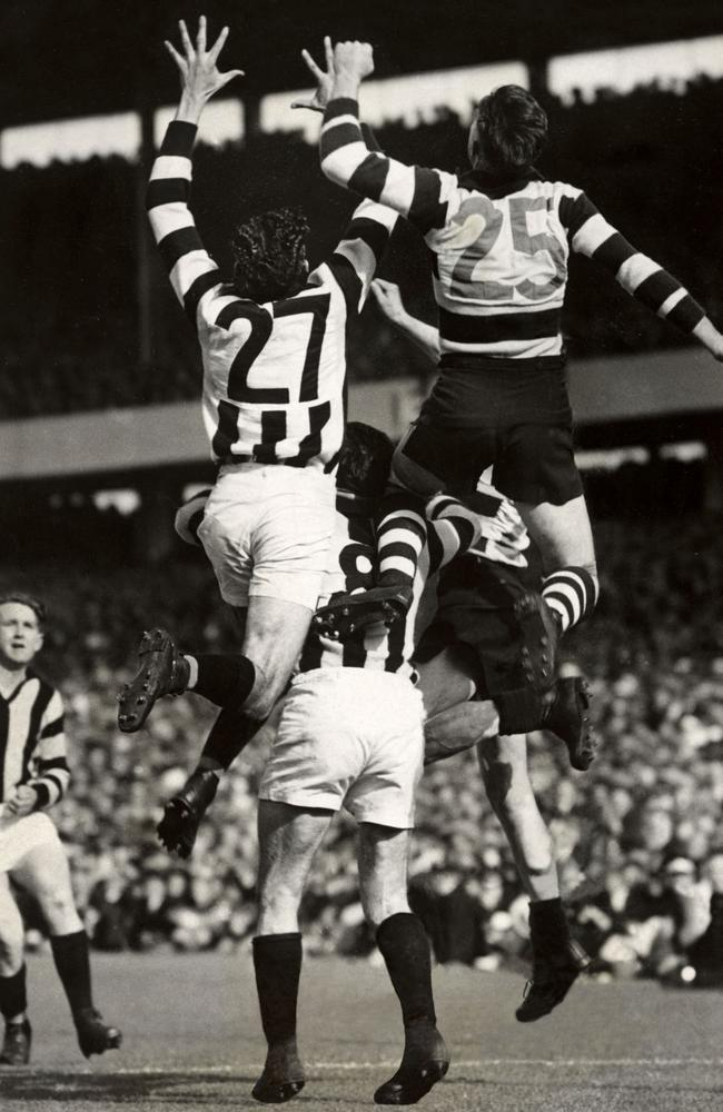 By the 1937 Grand Final, jumper numbers were part of every players' kit.