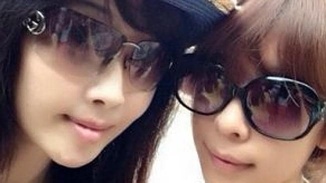These woman could be sisters ... weird. Picture: Weibo.com