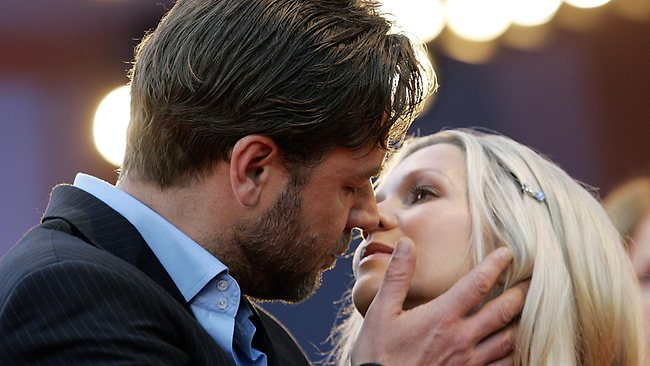 Actor Russel Crowe kisses his wife Danielle Spencer as they arrive for the screening of his latest movie 'Cinderella Man' at the 62nd edition of the Venice Film Festival in Venice's Lido, northern Italy.