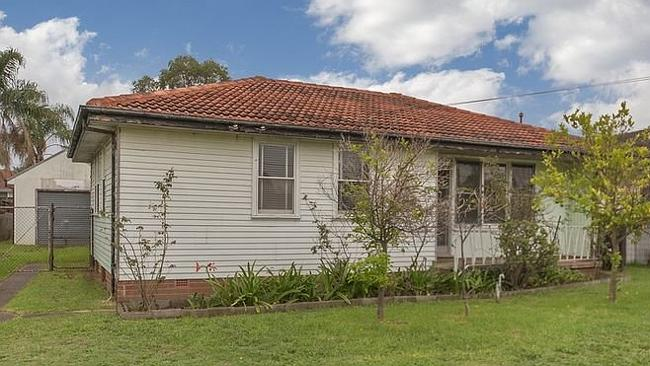 A three bedroom home at 67 Stanwell Cres, Ashcroft sold for $460,000 under the hammer; $90,000 above reserve. NSW real estate.