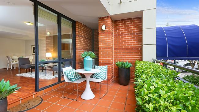 102/55 Harbour St Mosman sold for $635,000.