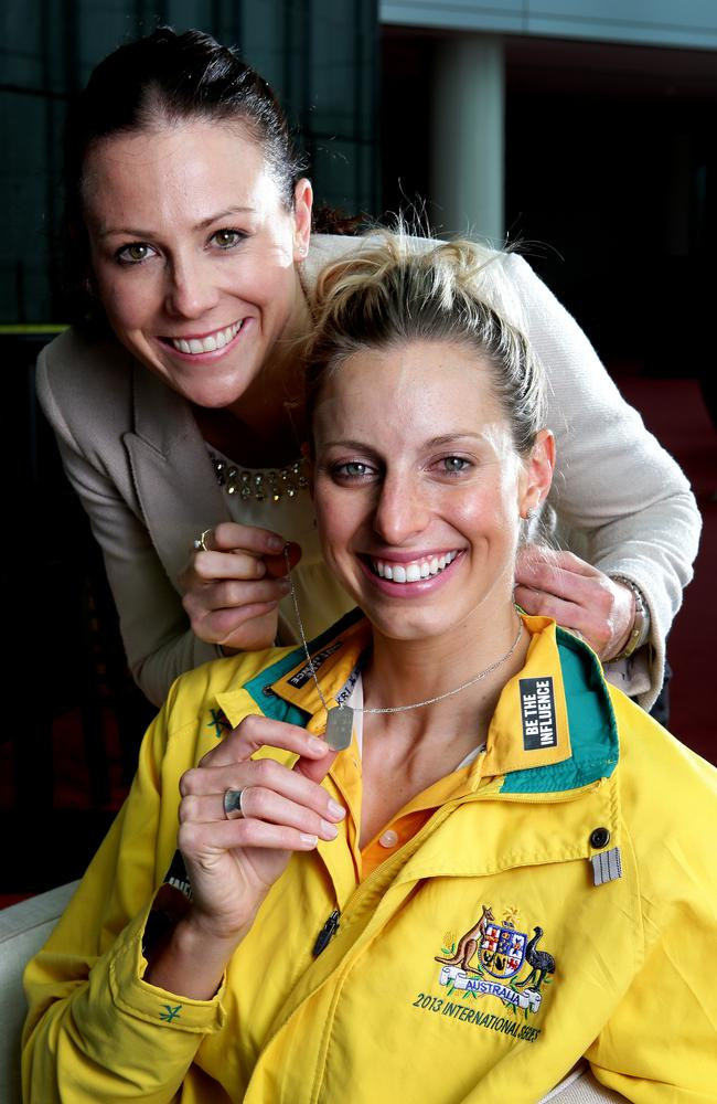Former Aussie captain Natalie von Bertouch hands over the necklace to new skipper Laura Geitz.