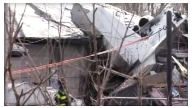 The scene in South Bend, Indiana ... where the leer jet crashed into three homes. Photo: WSBT-TV