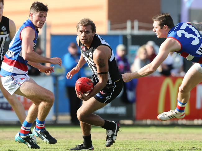 Ports Nathan Krakouer side steps Johann Wagner and Bryce Retzlaff. Pic Tait Schmaal.