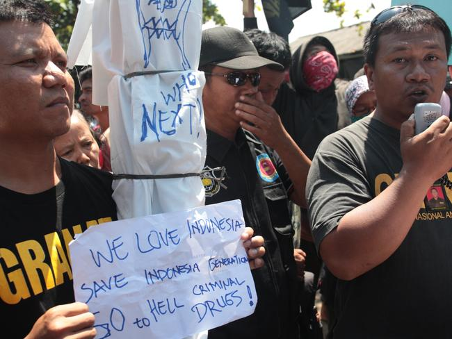 Chanting .. protestors from the Indonesian's anti-drug movement rally in Wijaya Kusuma Port in Cilacap. Picture: Lukman S. Bintoro