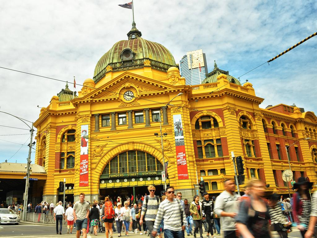 flinders street station set for facelift will be painted. Black Bedroom Furniture Sets. Home Design Ideas
