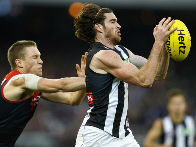 Tyson Goldsack marks on the lead in front of Matt Jones. Picture: Michael Klein