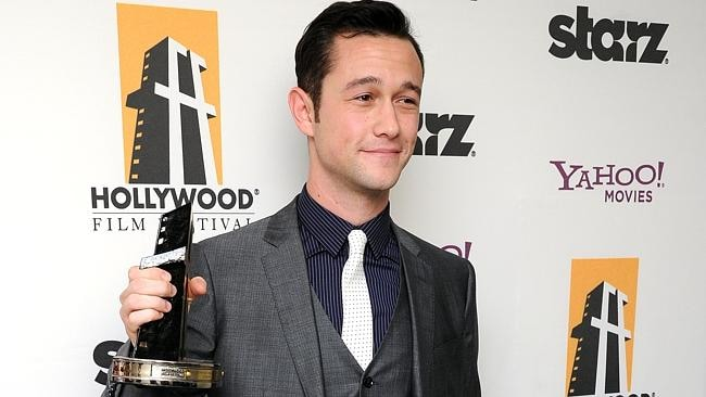 Joseph Gordon-Levitt poses backstage with the Hollywood breakthrough actor award at the 15th Annual Hollywood Film Awards Gal...