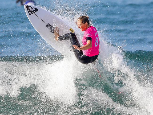 Founders cup of surfing surf ranch stephanie gilmore for Interieur sport johanne defay