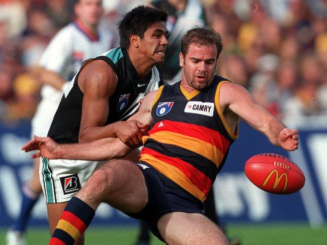 Che Cockatoo-Collins and Mark Ricciuto struggle for possession in 1999.