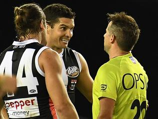 Umpire Scott Jeffery (right) speaks with of the Saints players including Leigh Montagna (third from left) during the Round 5 AFL match between and the St.Kilda Saints and Geelong Cats at Etihad Stadium in Melbourne, Sunday, April 23, 2017. (AAP Image/Julian Smith) NO ARCHIVING, EDITORIAL USE ONLY