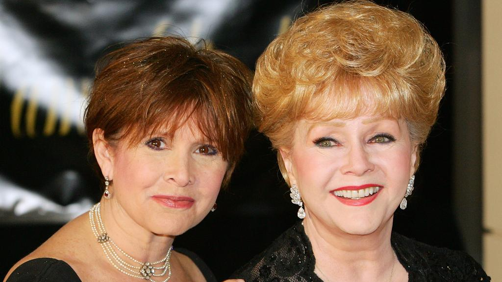 This file photo taken on February 27, 2007 shows actor Carrie Fisher (L) and her mother, actor Debbie Reynolds, arriving for Dame Elizabeth Taylor's 75th birthday party. Picture: AFP.