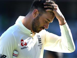 England batsman James Vince leaves the field on Day 1 of the First Test match between Australia and England at the Gabba in Brisbane, Thursday, November 23, 2017. (AAP Image/Dave Hunt) NO ARCHIVING, EDITORIAL USE ONLY, IMAGES TO BE USED FOR NEWS REPORTING PURPOSES ONLY, NO COMMERCIAL USE WHATSOEVER, NO USE IN BOOKS WITHOUT PRIOR WRITTEN CONSENT FROM AAP