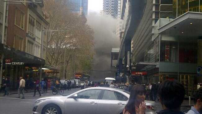 Smoke creeps through Sydney CBD.. Pic: Twitter @Nonik_Sheila