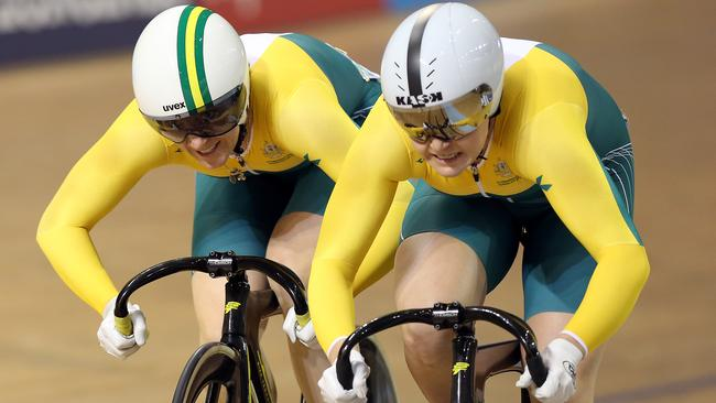 Stephanie Morton outsprints Anna Meares to the line.