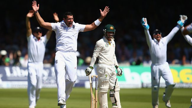 Tim Bresnan appeals for the contentious wicket of Phillip Hughes.