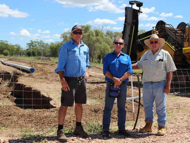 Farmers from NSW and SA inspecting the coal seam projects near Miles. Picture: Gemma Clarke