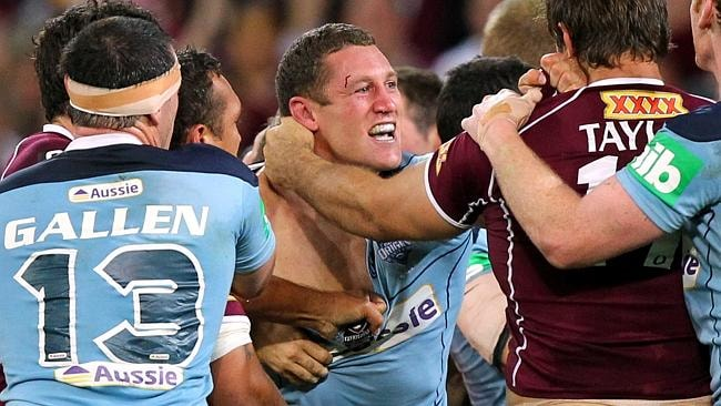 Luke O'Donnell goes hard at Dave Taylor during a brawl in his final Origin game for NSW.