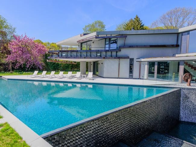 A modernist masterpiece in the Hamptons.