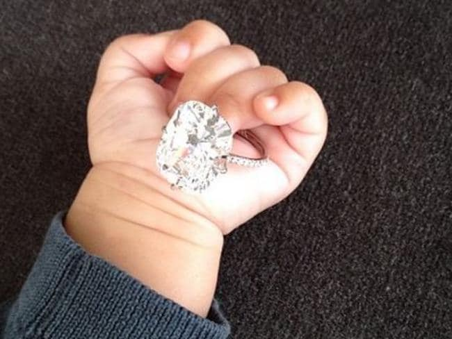 Incroyable The Original Ring Sits In Kimu0027s Daughter Northu0027s Hand When She Was A Baby.