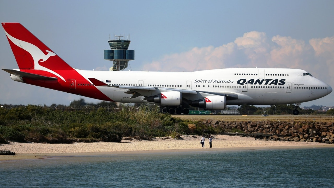 Qantas flight qf568 from perth to sydney diverted to melbourne qantas flight from perth to sydney diverted to melbourne stopboris Choice Image