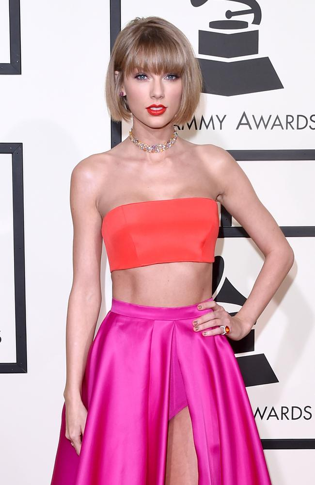 Taylor Swift shows off her new bob and Grammys ensemble.