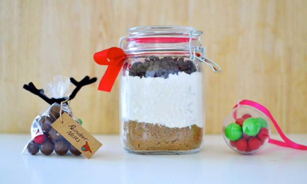 No-bake Christmas gifts that are perfect for teachers and friends