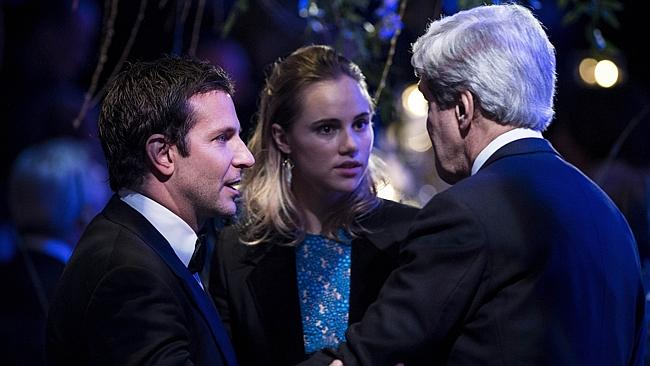 Bradley Cooper and Suki Waterhousetalk with US Secretary of State John Kerry. AFP PHOTO/Brendan SMIALOWSKI