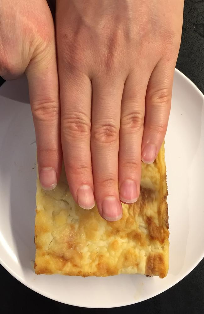 Comparing estimated weights from the 'finger width' method with the true weight of the food, Alice Gibson and her colleagues also tested the use of fists, finger tips and thumbs.