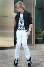 Singer Cody Simpson (13), has been signed to a US record label.