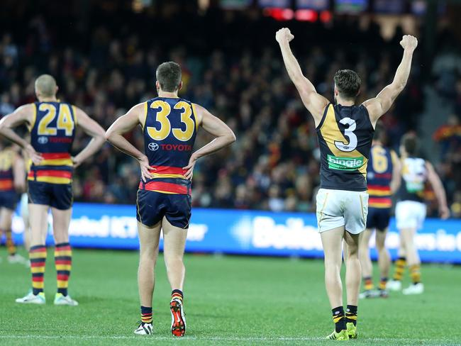 Brett Deledio puts his arms up on the siren. Photo Sarah Reed.