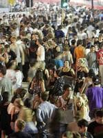 <p>Schoolies mingle on the Gold Coast. Picture: Marc Robertson</p>