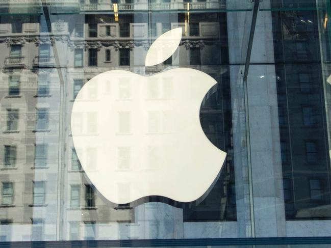 (FILES) This file photo taken on September 14, 2016 shows the Apple logo at the entrance to the Fifth Avenue Apple store in New York. The Dow topped 22,000 points for the first time in opening tradingon August 2, 2017, bolstered by a six percent gain in Apple, the latest blue-chip company to report strong earnings. About three minutes into trading, the Dow Jones Industrial Average stood at 22,011.48, up 0.2 percent and on track for its sixth-straight record close.  / AFP PHOTO / Don EMMERT